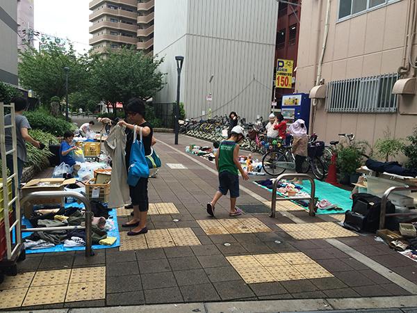 京橋100円商店街フリマ