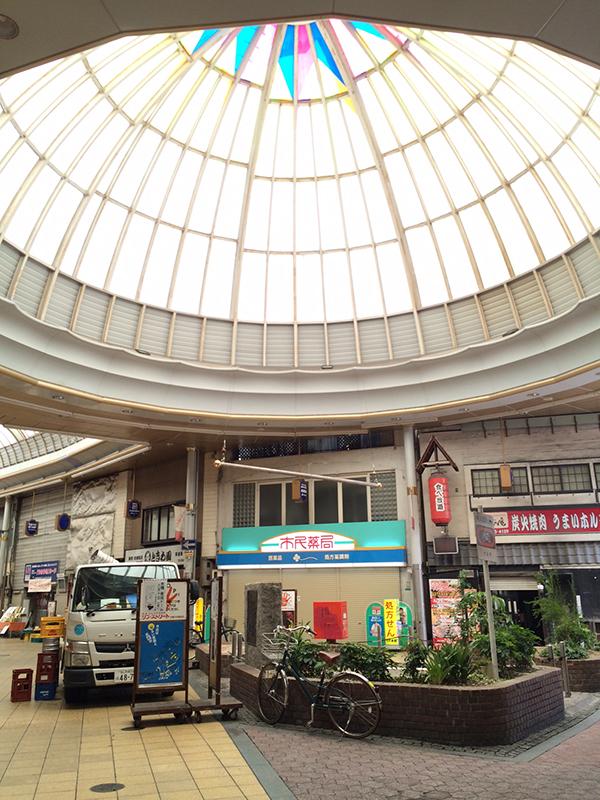 京橋中央商店街のドーム下