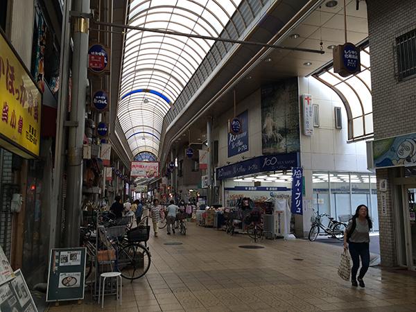 京橋中央商店街のルプリュ前